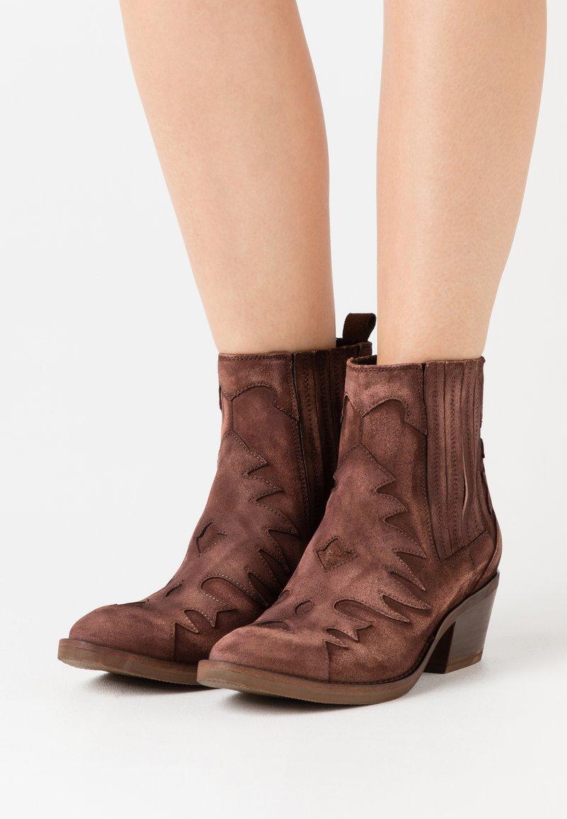 Kanna - Cowboy/biker ankle boot - brown