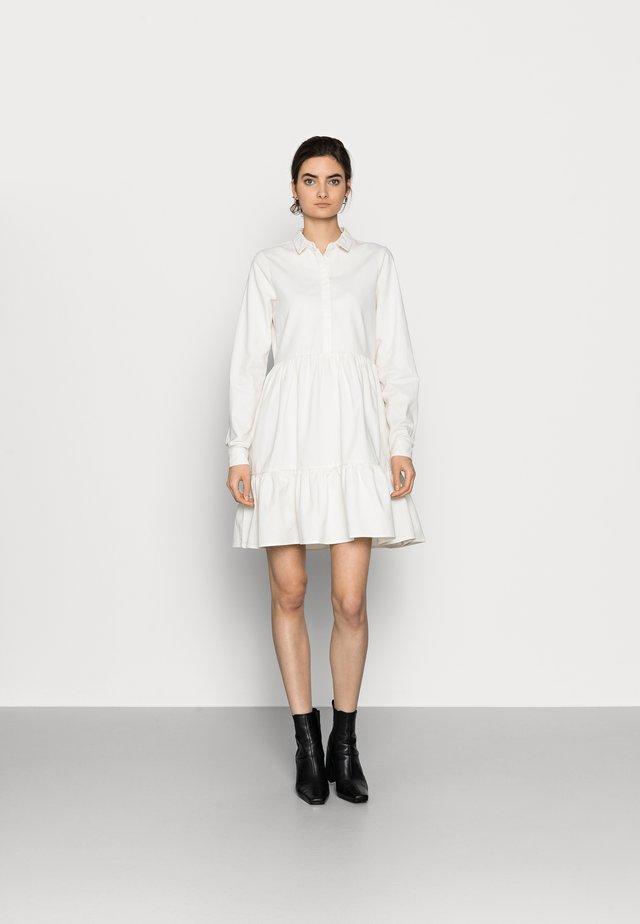 VMMARIA FRILL DRESS - Denim dress - cloud dancer