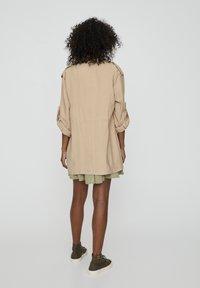 PULL&BEAR - Krátký kabát - beige - 2