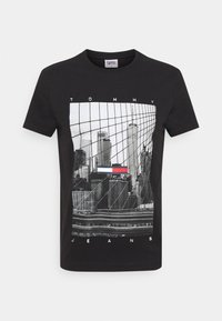 Tommy Jeans - TONAL NY TEE UNISEX - T-shirts print - black - 4