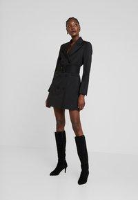 IVY & OAK - WITH BELT - Denní šaty - black - 2