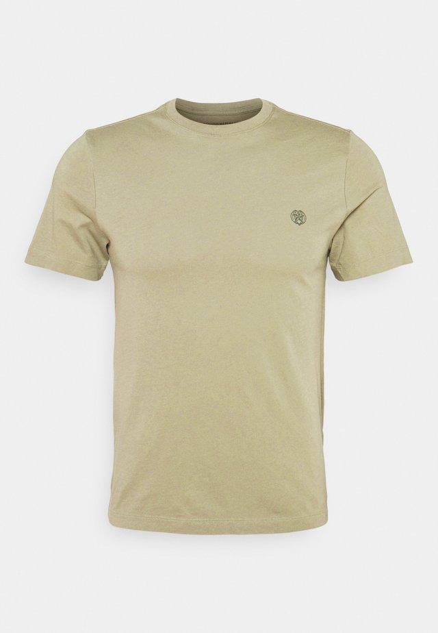 SAFARI GRAPHIC TEE - T-shirt imprimé - cardon green