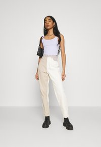 Missguided - NEUTRAL PATCHED RIOT MOM JEAN - Relaxed fit jeans - cream - 1