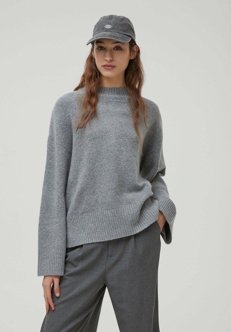 PULL&BEAR - Stickad tröja - dark grey