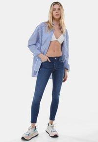 Bershka - LOW WAIST PUSH UP - Jeans Skinny Fit - dark blue - 1