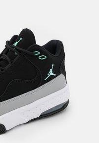 Jordan - MAX AURA 2 UNISEX - Basketball shoes - black/tropical twist/light smoke grey/white - 5