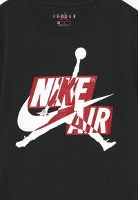 Jordan - JUMPMAN CLASSICS CREW - Print T-shirt - black - 2