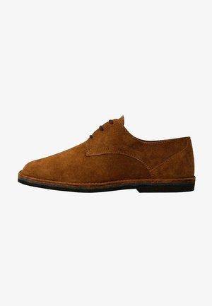 Sznurowane obuwie sportowe - middenbruin