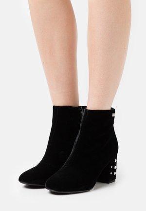 CHANNON - Ankle boots - noir