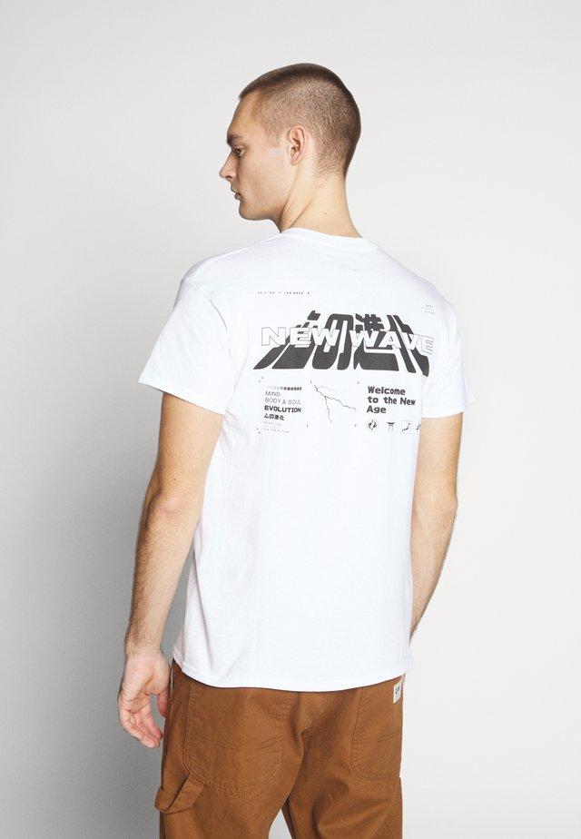 NEW WAVE - T-shirt z nadrukiem - white
