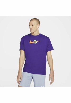 TEE TENNIS - Camiseta estampada - court purple