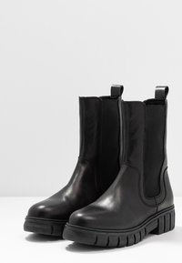 Shoe The Bear - REBEL CHELSEA HIGH - Classic ankle boots - black - 4