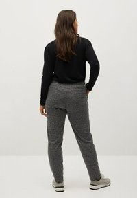 Violeta by Mango - RUNNER-I - Tracksuit bottoms - grau - 2