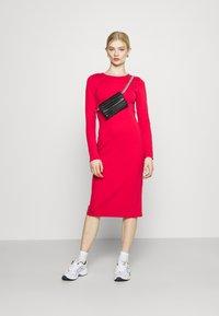 NU-IN - PLUNGE BACK NECK MIDI DRESS - Žerzejové šaty - scarlet red - 1