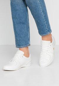 Lacoste - REY SPORT  - Sneakersy niskie - offwhite - 0