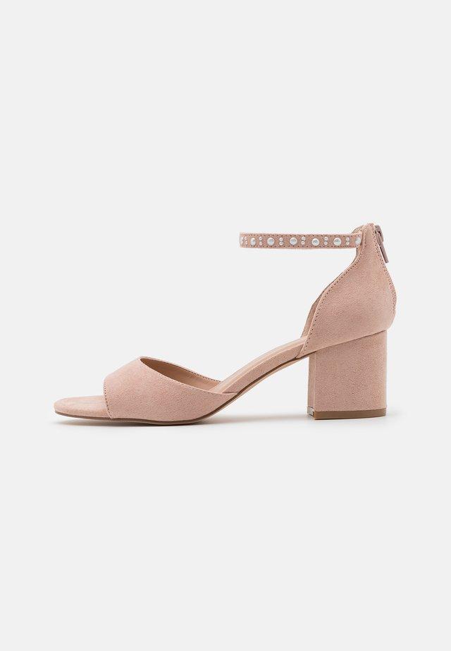 Sandali - light pink