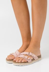 Dorothy Perkins Wide Fit - WIDE FIT FOXY DOUBLE BUCKLE FOOTBED - Slippers - pink - 4