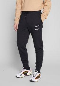 Nike Sportswear - M NSW PANT FT - Pantalon de survêtement - black/white - 0