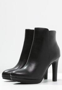 Buffalo - Kotníková obuv na vysokém podpatku - black - 2