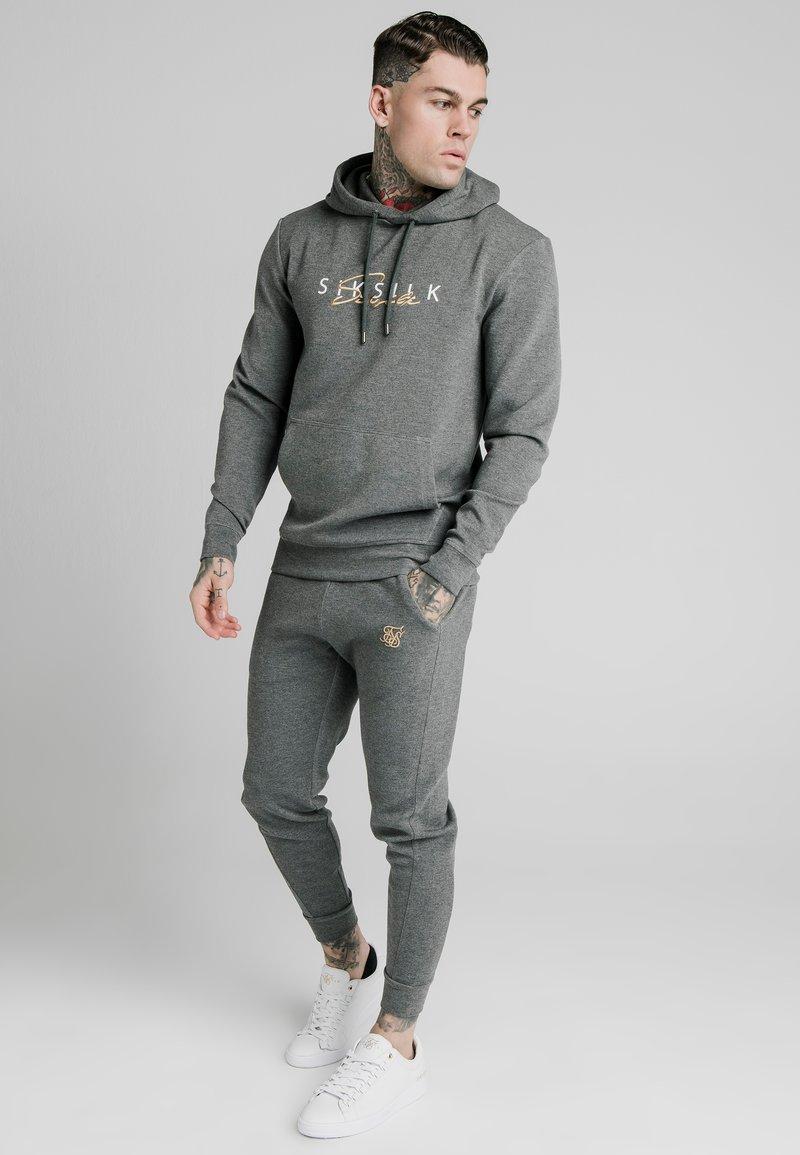 SIKSILK - SIGNATURE - Mikina skapucí - grey