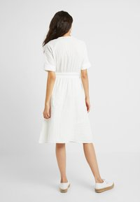 YAS Tall - YASMEG DRESS ICONS - Robe chemise - star white - 3