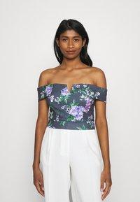 WAL G. - LANCE FLORAL CROP - Print T-shirt - purple - 0
