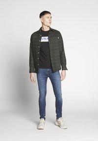 Calvin Klein - STRIPE LOGO - Print T-shirt - black - 1
