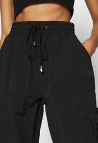 Missguided - POCKET DETAIL TROUSERS - Pantalon cargo - black - 6