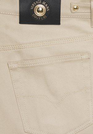 GABARDINE TRUE - Pantalon classique - lark