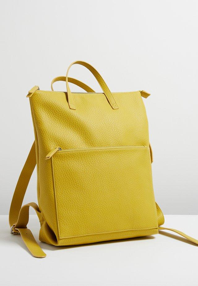 BADEN RECTANGULAR LARGE - Sac à dos - yellow