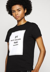 KARL LAGERFELD - SQUARE ADDRESS LOGO - Print T-shirt - black - 3