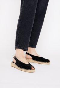 JUTELAUNE - Platform sandals - black - 0