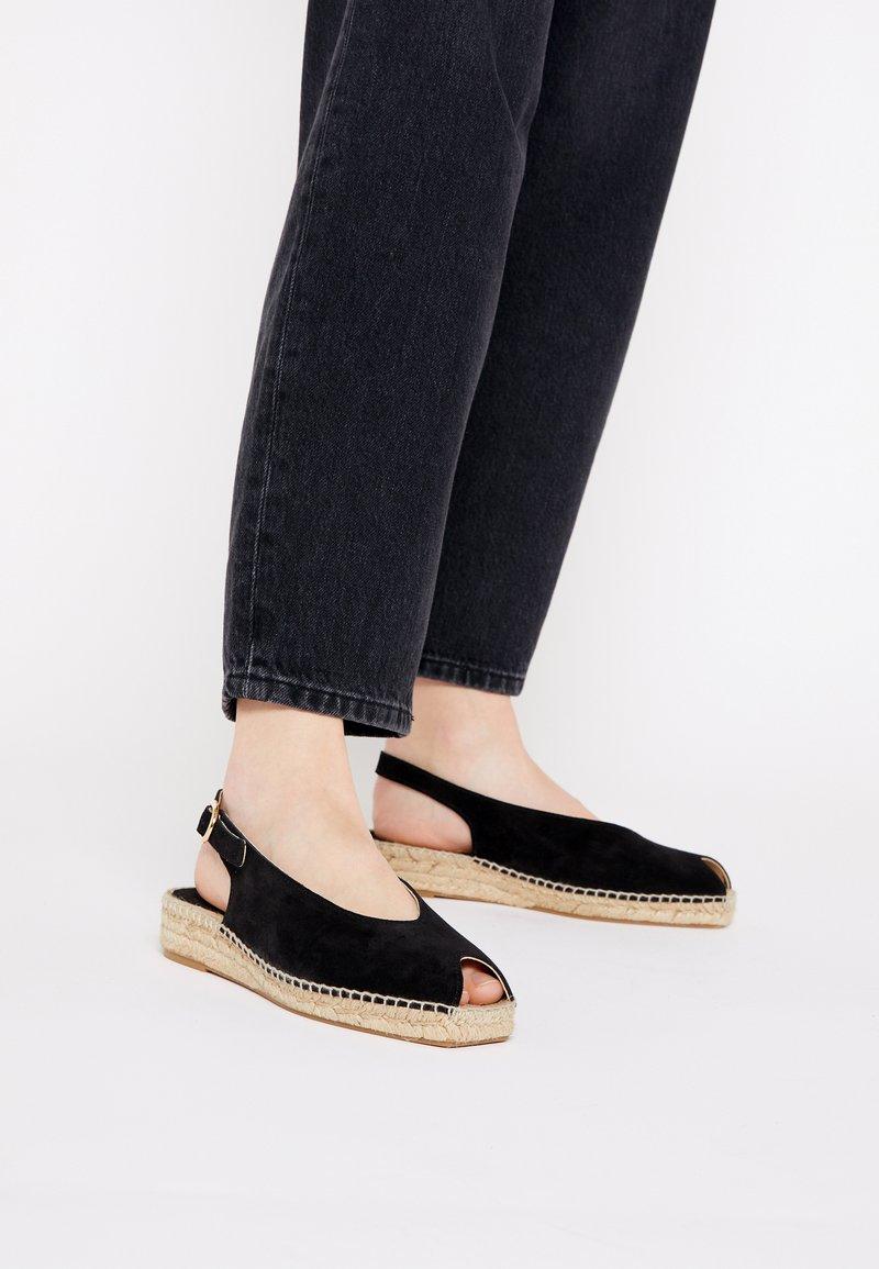 JUTELAUNE - Platform sandals - black