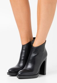 Laura Biagiotti - High heeled ankle boots - black - 0