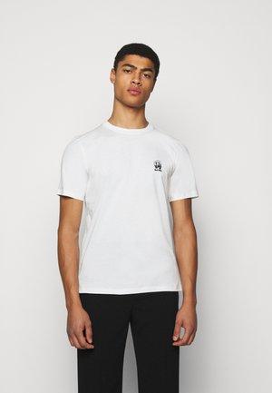GENTS HOMER BADGE UNISEX - T-shirt con stampa - white