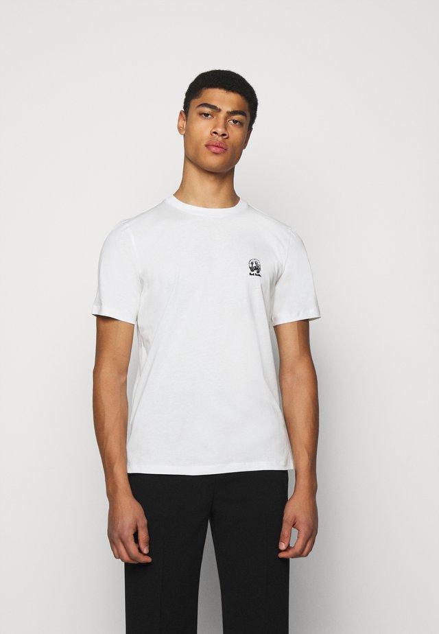 GENTS HOMER BADGE UNISEX - T-shirt imprimé - white