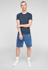 QS by s.Oliver - Basic T-shirt - blue melange - 1