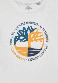 Timberland - SHORT SLEEVES  - Print T-shirt - white - 2