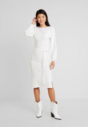 BATWING BELTED FULL SLEEVE DRESS - Sukienka dzianinowa - cream