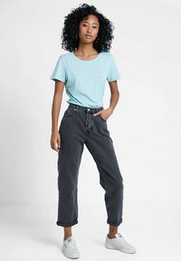 Tommy Jeans - SOFT TEE - T-shirt basique - canal blue - 1