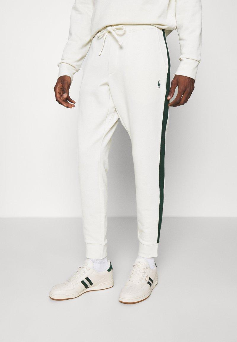 Polo Ralph Lauren - LOOPBACK TERRY PANT ATHLETIC - Pantaloni sportivi - chic cream/college green