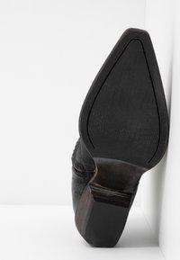 Billi Bi - Cowboy/biker ankle boot - black varese - 6