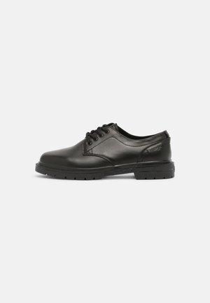 SPIKE DERBY - Zapatos con cordones - black