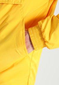 Urban Classics - BASIC - Windbreaker - chrome yellow - 4