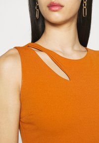 WAL G. - MELANIA CUT OUT DRESS - Společenské šaty - orange - 5