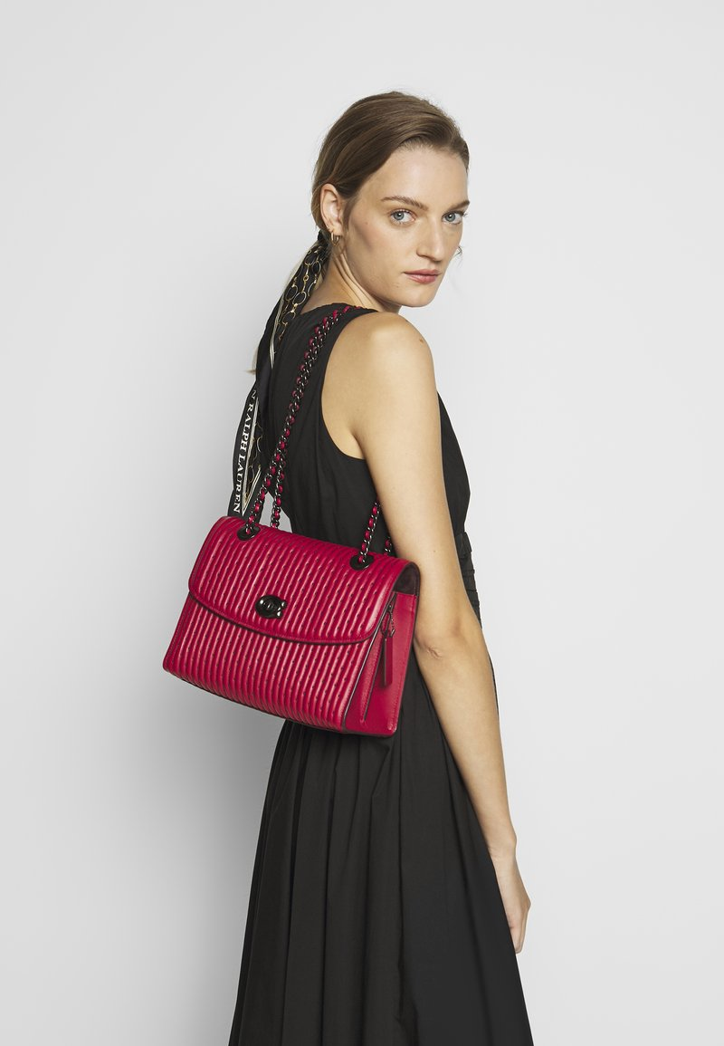 Coach - QUILTING WITH RIVETS PARKER SHOULDER BAG - Bolso de mano - red apple