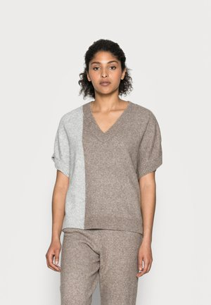 HENNIE - Print T-shirt - dune melange mix