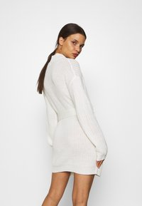 Missguided Petite - BASIC DRESS WITH BELT - Vestido de tubo - off white - 2