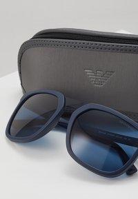 Emporio Armani - Sluneční brýle - matte blue/blue - 2
