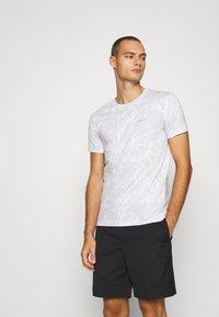 Calvin Klein Jeans - TEE 3 PACK  - T-shirt basic - black/ grey / bright white - 2